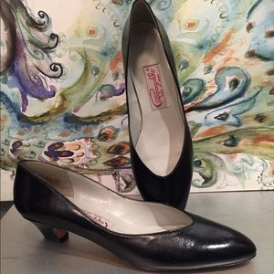 Pappagallo Black Leather pumps size 7 1/2